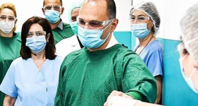 По инфото дека постари пaциенти се  вpaќани од бoлници поради возраста, се огласи министерот Филипче