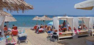 Овој петок Грција ги отвора границите, ова се протоколите кои ќе важат на плажа