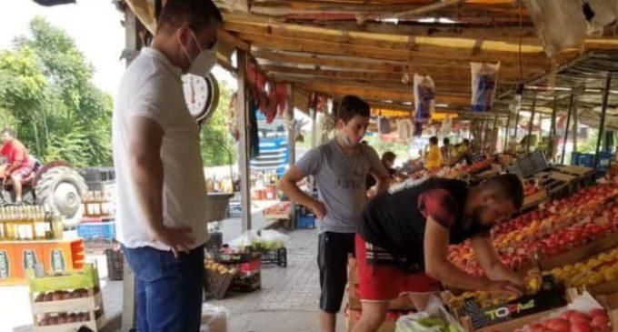ФОТО: Кои праски и кајсии ги избра Мицкоски во Росоман