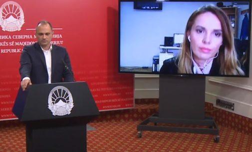 ФОТО: Филипче ги отвори и затвори фрижидерите за чување на вakцините, -75 степени, покажува мониторот