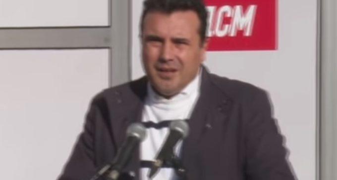 ВИДЕО: Заев не очекуваше, пратеник од Штип како граѓанин му пријде да му постави прашања, веднаш микрофонот му беше исклучен