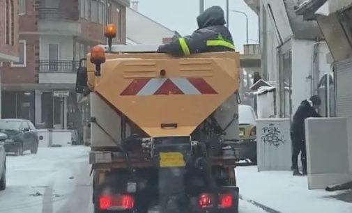 ФОТО: Еве како се чисти снег во Северна Македонија