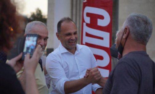 ФОТО: Чудно, вечерва Филипче без маска се шеташе низ Велес, потпретседателот присуствуваше на маалска средба со граѓаните