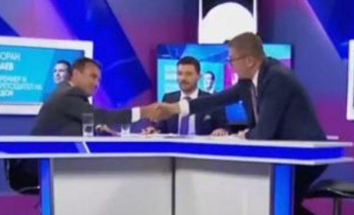 Готово, Заев и Мицкоски си подадоа рака