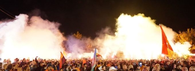 ФОТО: Грми Прилеп вечерва, погледнете колку народ има митингот на ВМРО-ДПМНЕ