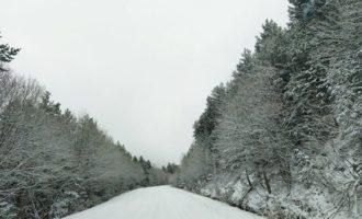 ФОТО: Снег го покри популарното грчко летувалиште