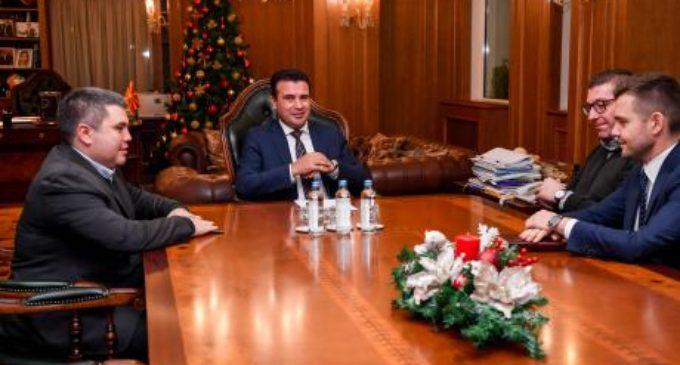 Заев и Мицкоски открија каде ќе слават Нова Година, едниот во државава, другиот надвор од неа
