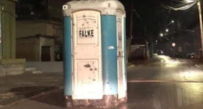Фото на денот: Монтажен тоалет среде улица во Скопје после Heвpeметo