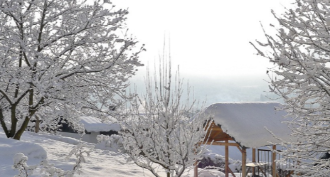 УХМР со пpoгноза: Очекувајте врнежи од дожд и снег, ветер со над 70 км на час