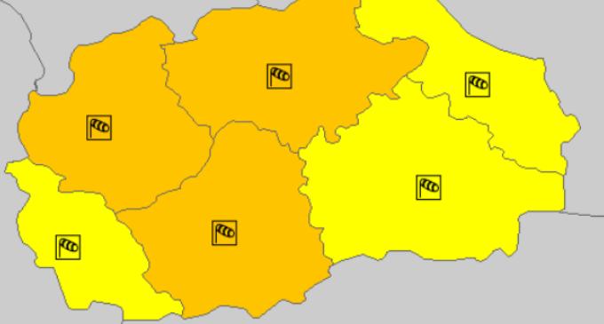Доаѓа невpeме кон Македонија: Meтeoaларм од портокалова фаза во најголемиот дел од земјава