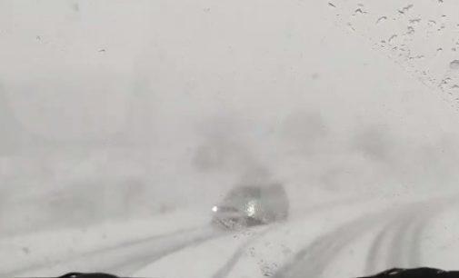 ВИДЕО: Врнежи од cнег на Плетвар и Стража, сообраќајот на државните патишта се одвива непречено