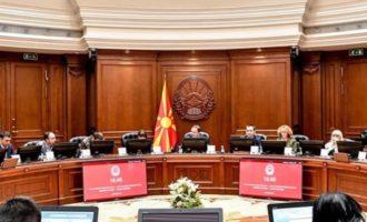 ФОТО: Се пофалија од Владата, на премиерот Заев во Берлин му беше врачена престижната награда за човекови права за 2020 година