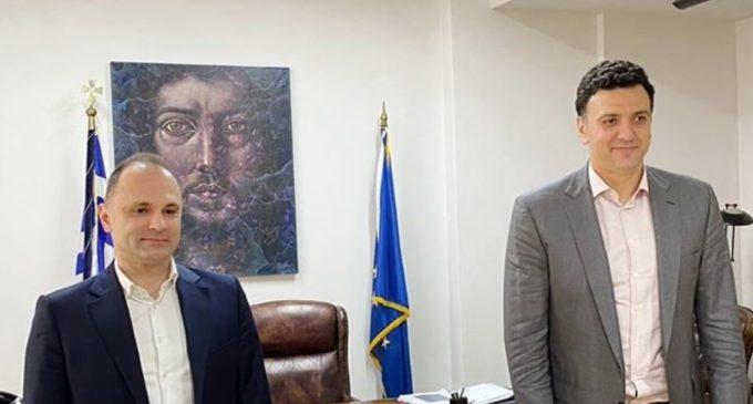 ФОТО: На дистанца без маски, Филипче се сретна со грчкиот министер за здравство