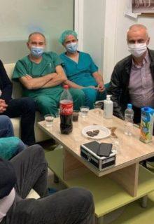 ФОТО: Тимот од кардиохирурзи се подготвува за трансплантација – Им држиме среќа на сите