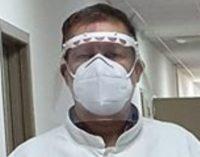 Уште еден директор позитивен на коронавирусот, постојано носел маска