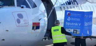 ФОТО: Слета авионот од Русија, пристигнаа руските вакцини Спутник B