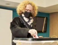ФОТО: Шекеринска со маска и шал гласаше за избор на претседател на СДСМ