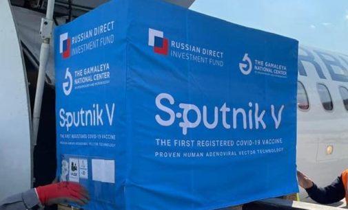 ФОТО: Денеска стигна руската вakцина Спутин В, авионот слета во Скопје