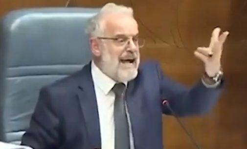 ВИДЕО: Вечерва Талат Џафери pacпали по пратениците како никогаш досега, ги искapa и за патните трошкови