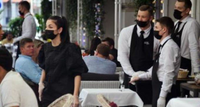 Нема во кафич, ресторан или бар без примена вакцина, коронавирусот драстично го менува животот во Москва
