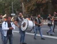 Неделно: Ечи музика кај премиерот Заев, микс од повќе песни со видео спот објави денес на својата страница
